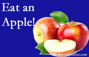 West Palm Beach chiropractic care encourages healthy diets full of fruits and veggies, so enjoy an apple the apple season!